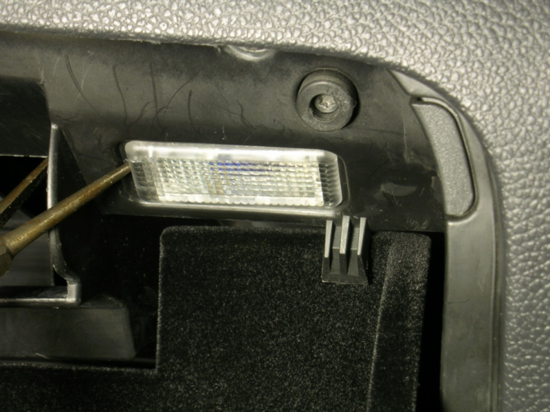 glove_box light_removal1 led interior lights golf mk4 glove box light fuse at bayanpartner.co